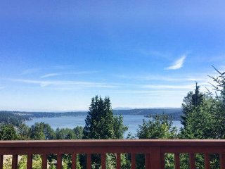 Cabinesque w Gorgeous Lake views - Bellevue vacation rentals