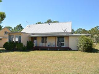 Madigan Wine Country Cottages Australiana Cottage 2 night minimum - Rothbury vacation rentals