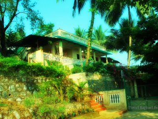 Bright 3 bedroom Raigad Bungalow with A/C - Raigad vacation rentals