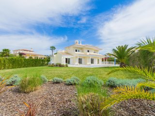 6 bedroom Villa, private pool, Free SKY TV & WiFi - Almancil vacation rentals