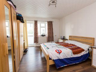GREAT LOCATION! 4 BED CLOSE TO THE CITY OF LONDON! - London vacation rentals