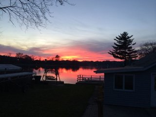 Lake Front Home on Beautiful Sunset Harbor -1 Mile from Merrimac Ferry! - Merrimac vacation rentals