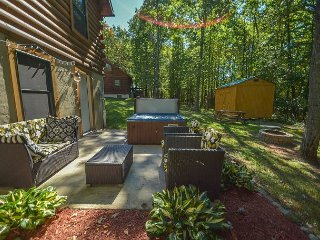 Conveniently located log cabin with outdoor hot tub! - Oakland vacation rentals