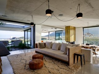 Beautiful House with Deck and Television - Pringle Bay vacation rentals