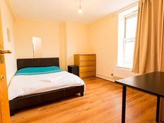 TRENDY 4 BEDROOM FLAT IN BETHNAL GREEN WOW! - London vacation rentals