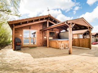 Bluetit Lodge with Hot Tub and Wifi! - Tattershall vacation rentals