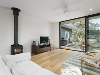 Perfect 3 bedroom Portsea House with Fireplace - Portsea vacation rentals