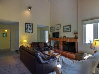 Cozy ski condo w/ shared pools, entertainment & nearby ski access - Warren vacation rentals