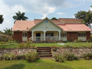 Nice 4 bedroom Entebbe House with Microwave - Entebbe vacation rentals
