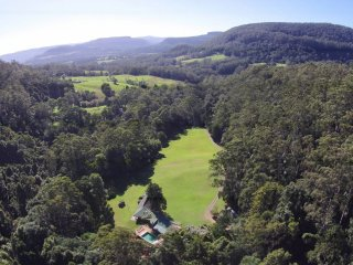 Beautiful House with Internet Access and Shared Outdoor Pool - Kangaroo Valley vacation rentals