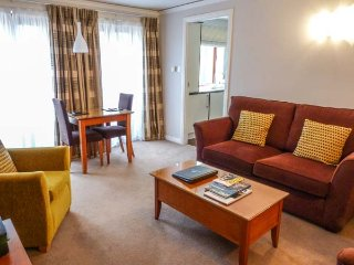 CITY ONE BED, luxury apartment, king-size bed, all mod cons, off road parking, in Edinburgh, Ref 940986 - Edinburgh vacation rentals
