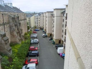 CITY TWO BED, quality apartment, WiFi, all modern features, off road parking, in Edinburgh, Ref 940987 - Edinburgh vacation rentals