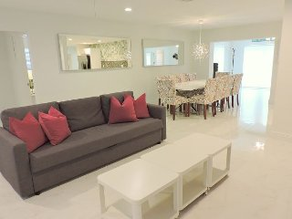 Las Tortugas Modern All New, 5/4 for 12 Guests, 10 Minutes to Beaches & Golf - Dania Beach vacation rentals