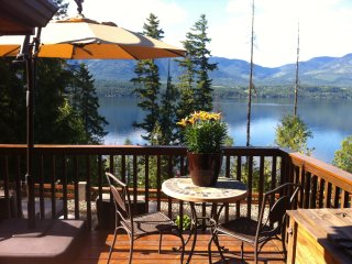 Eagle's Nest - Semi-waterfront home with tub! - Blind Bay vacation rentals