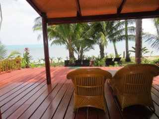 Delxue Beach House A 3 - Maret vacation rentals