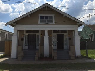Comfortable 2 Bedroom Mid City New Orleans Shotgun - New Orleans vacation rentals