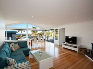 Perfect 4 bedroom Mollymook House with Deck - Mollymook vacation rentals