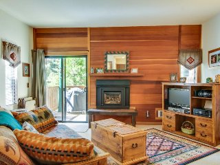 Beautiful studio in the woods w/ shared pool & hot tub - close to everything! - Tahoe Vista vacation rentals