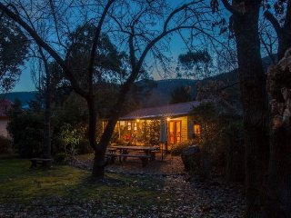 Mystic View Cottage - Historical Wandiligong - Bright vacation rentals