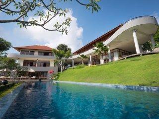 Huge 4 bedroom villa with stunning views - Ungasan vacation rentals