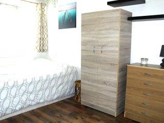 Excellent 4 Bedroom Apartment In Whitechapel WYL - London vacation rentals