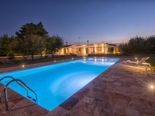 Villa Oriana, Classic Collection, Self Catering with Pool, Mesagne, Puglia - Mesagne vacation rentals