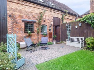 BROADWAY COTTAGE, end-terrace, beams, WiFi, private patio, Clifford Chambers, Ref 28606 - Clifford Chambers vacation rentals