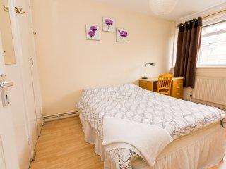 Excellent 4 Bedroom Apartment In Sleeps 9 PRT - London vacation rentals