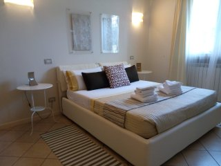 Luxury 2 bedroom apartment with garden (2) - Desenzano Del Garda vacation rentals