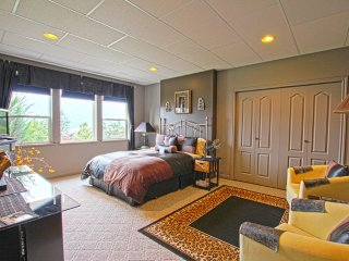 Destination Spa B&B - Adrian Executive Suite - Salmon Arm vacation rentals