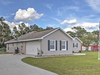 3BR Dunnellon House w/Private Fenced Yard - Dunnellon vacation rentals