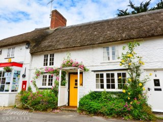 Wonderful 2 bedroom Burton Bradstock Cottage with Washing Machine - Burton Bradstock vacation rentals