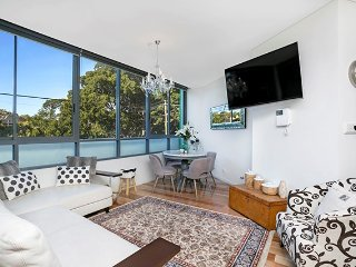New Stylishly Decorated & Easy CBD Transport LSHAM - Lewisham vacation rentals
