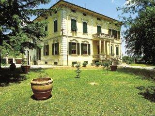 9 bedroom Villa in Lucca, Tuscany, Italy : ref 2037689 - Nozanno vacation rentals