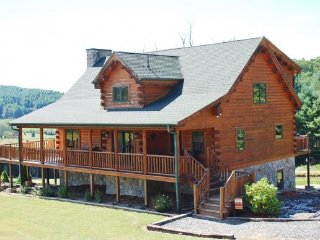 Comfortable Cabin with Deck and Internet Access - Crumpler vacation rentals