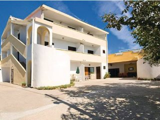 10 bedroom Villa in Zadar Rtina, Northern Dalmatia, Zadar, Croatia : ref 2046321 - Rtina vacation rentals