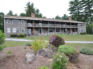 2 BR Condo near Cranmore. Cable, WiFi, 1 min to No Conway village & Skiing! - North Conway vacation rentals