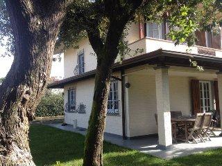 Nice and modern house with garden, beach 1km. 6px - Forte Dei Marmi vacation rentals