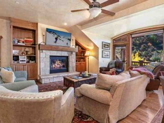 Arrowhead Alpine Club Condo, YR Rnd Hot Tub & Heated Pool, AC in Summer, Ski In/Ski Out in Winter! - Edwards vacation rentals