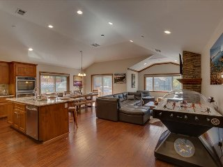 Tahoe Woods Paradise – Bubble Hockey, Sauna, Walk to Lake & Heavenly, Wifi, AC - South Lake Tahoe vacation rentals