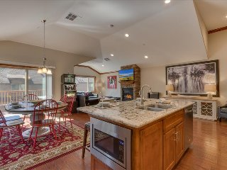 Tahoe Woods Penthouse – Walk to Lake & Heavenly, Slot Machine, Grill, Wifi, AC - South Lake Tahoe vacation rentals