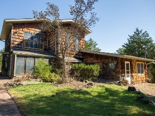 Henrys Hideaway-Charming home with Private Pool near Bull Shoals Lake - Kirbyville vacation rentals