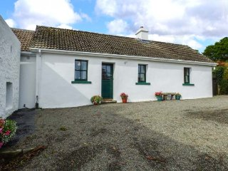 ARD NA COIRIBE, all ground floor, woodburner, lovely views, nr Clonbur, Ref 946024 - Clonbur vacation rentals