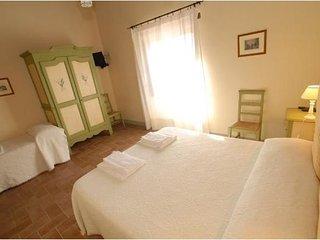 Citta' di castello- Ampia e luminosa camera tripla - Citta di Castello vacation rentals
