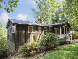 Wonderful 4 bedroom Montreat House with Deck - Montreat vacation rentals