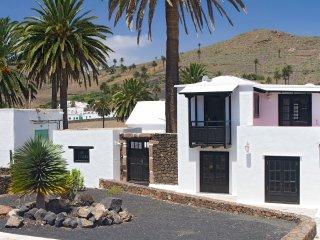 Casita Palmera, Haria, Lanzarote (5 min to Beach) - Haria vacation rentals