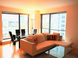 Deluxe Apartment - Docklands/ Canary Wharf - London vacation rentals