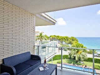 Nice Condo with A/C and Washing Machine - Miami Platja vacation rentals
