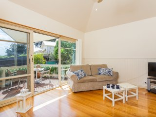 ST PAULS RD SORRENTO - (S*********) BOOK NOW FOR SUMMER BEFORE YOU MISS OUT - Sorrento vacation rentals