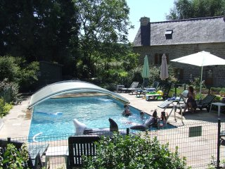 Three cottages, 8 bedrooms,8 bathrooms, sleep 16+3 - St Servant vacation rentals